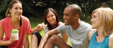 Mladí šťastní ľudia používajú Herbalife