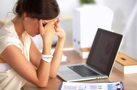 Žena podcenila zdravé raňajky a je unavená v práci